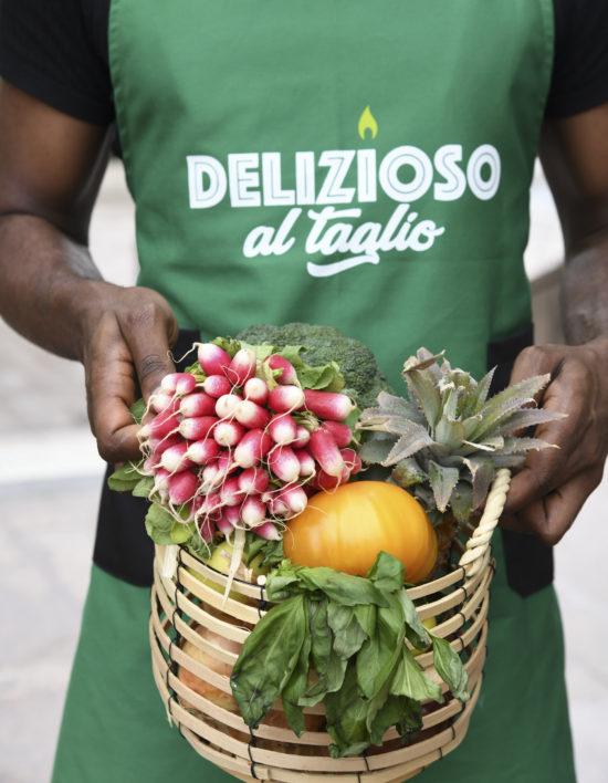 Panier de légumes radis courges concombre